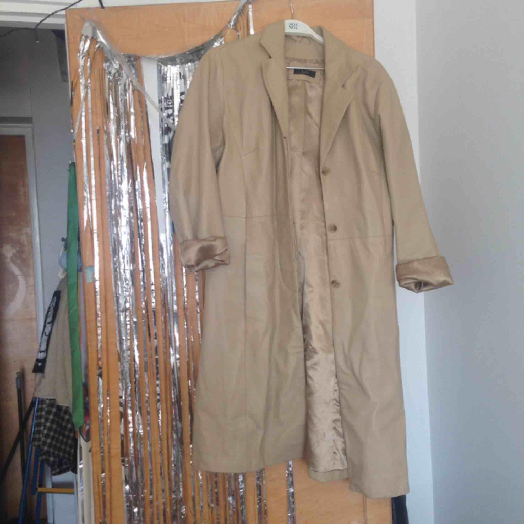 Jättefin jacka i äkta läder. Sparsamt använt. Kom gärna med funderingar!❤️❤️❤️. Jackor.