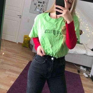 Grön t-shirt köpt på Beyond Retro.( Org pris 300kr) Möts upp i Stockholm eller står köparen för frakt (40kr) 💕