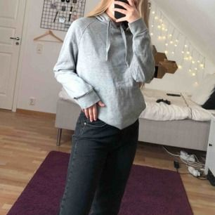 Basic grå hoodie. Fick den så vet ej märket ( gissar H&M ) kan mötas i Stockholm