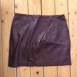 Vinröd kjol från DAY Birger et Mikkelsen
