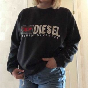 "Svart ""Diesel"" sweatshirt i strl L. 200kr inkl frakt."
