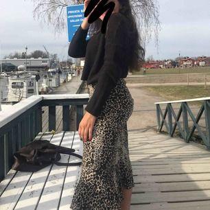 Säljer min fina kjol från kappahl. Den e använd totalt 3 gånger och är såså fin. Kan frakta eller mötas upp i örebro💞