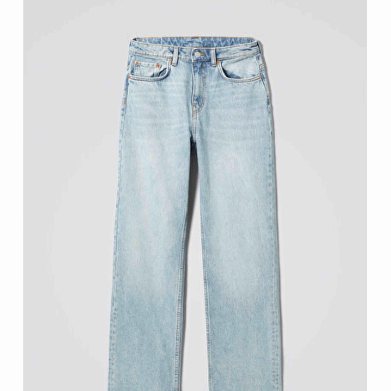 Ljusblå nya weekday jeans i voyage säljes för 200kr. Nypris 500. Högsta bud 350 ink frakt . Jeans & Byxor.