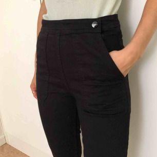 Kortare flare jeans (jag är 166 cm) med hög midja!
