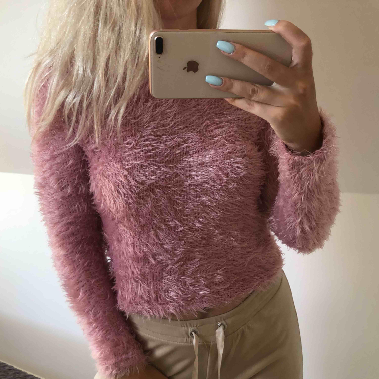 Rosa tröja från Bershka. Passar storlek S också!. Tröjor & Koftor.