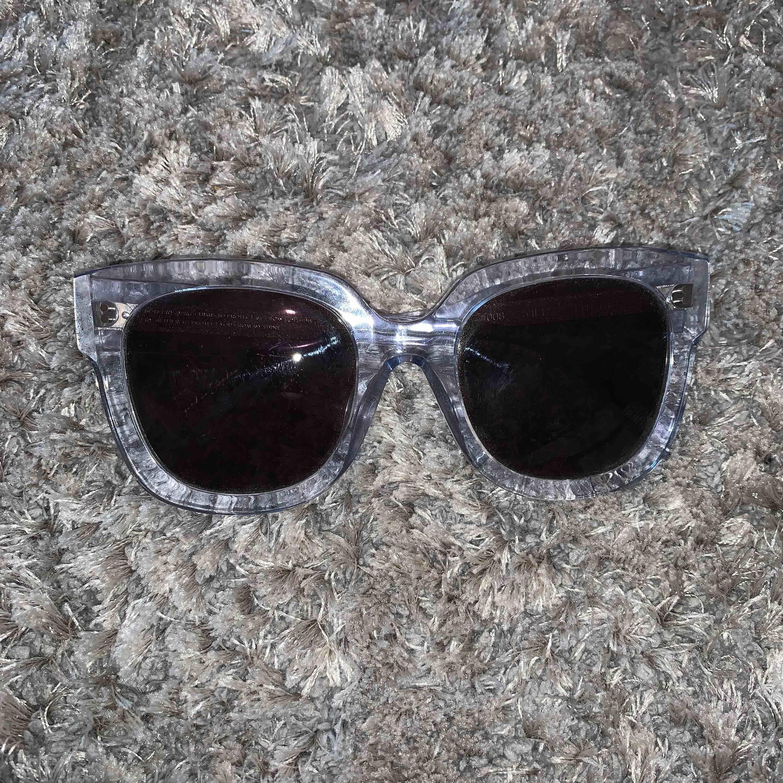 Chimi solglasögon i modellen #008 och färgen litchi. Allt på bilden medföljer. . Övrigt.