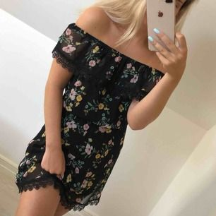 Söt klänning som är köpt på Cubus barnavdelning. Passar däremot mig och jag har S.