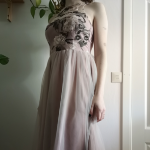 Aldrig använd klänning, var lite för trång Säljer för orginalpriset men kan diskutera andra priser