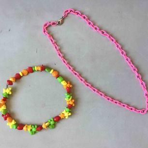 (Rosa såld) Ett halsband, 35kr. Två för 60. Kan mötas i Stockholm eller skicka