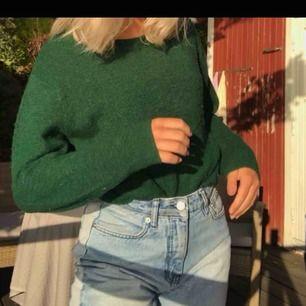 Såå snygg grön stickad tröja från hm. Den är lite nopprig men annars fint skick.