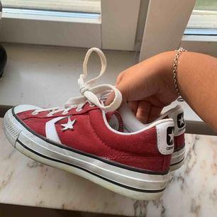Converse cons! Använda max 3 gånger 🥰🥰 superbra skick!!!!! Jättefin färg, väldigt speciella 😍