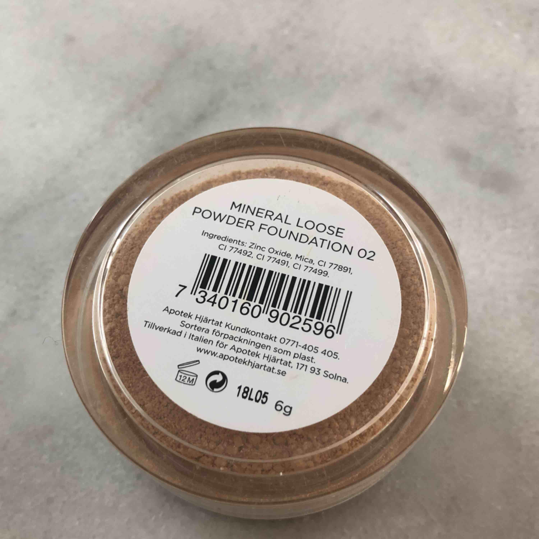 Superbra & skonsam mineralfoundation från apotekets egna märke. Tyvärr fel färg för mig men är bra för hyn och får en jättefin finish! Färg: 02. Övrigt.