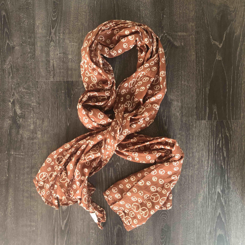 Stor peace scarf . Accessoarer.