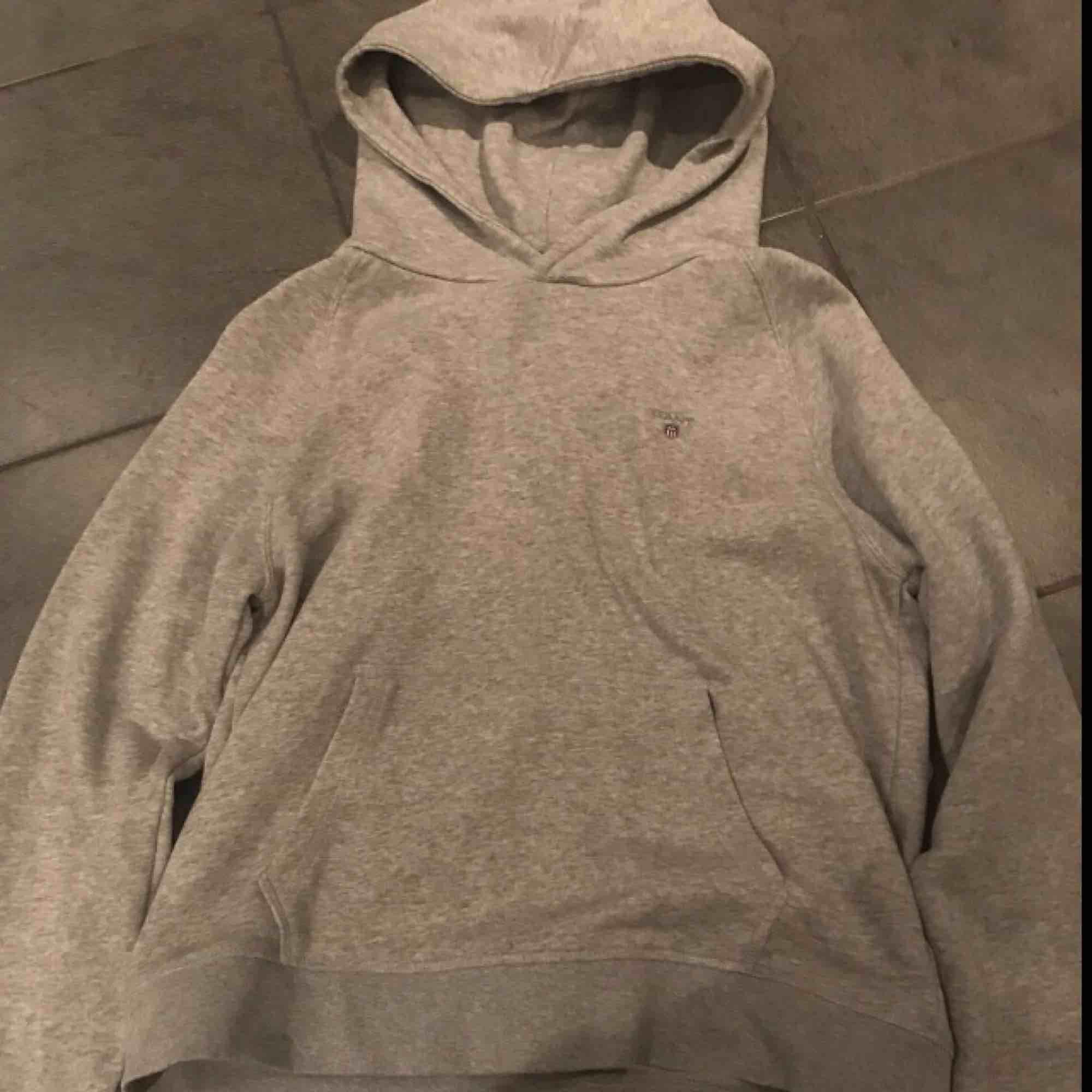 Gant hoodie  Nyskick , aldrig använd Nypris : 900&. Huvtröjor & Träningströjor.