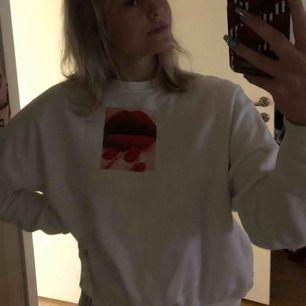 Sweatshirt från Carlings. Nästan helt oanvänd pga inte min stil. Köpare står för frakt