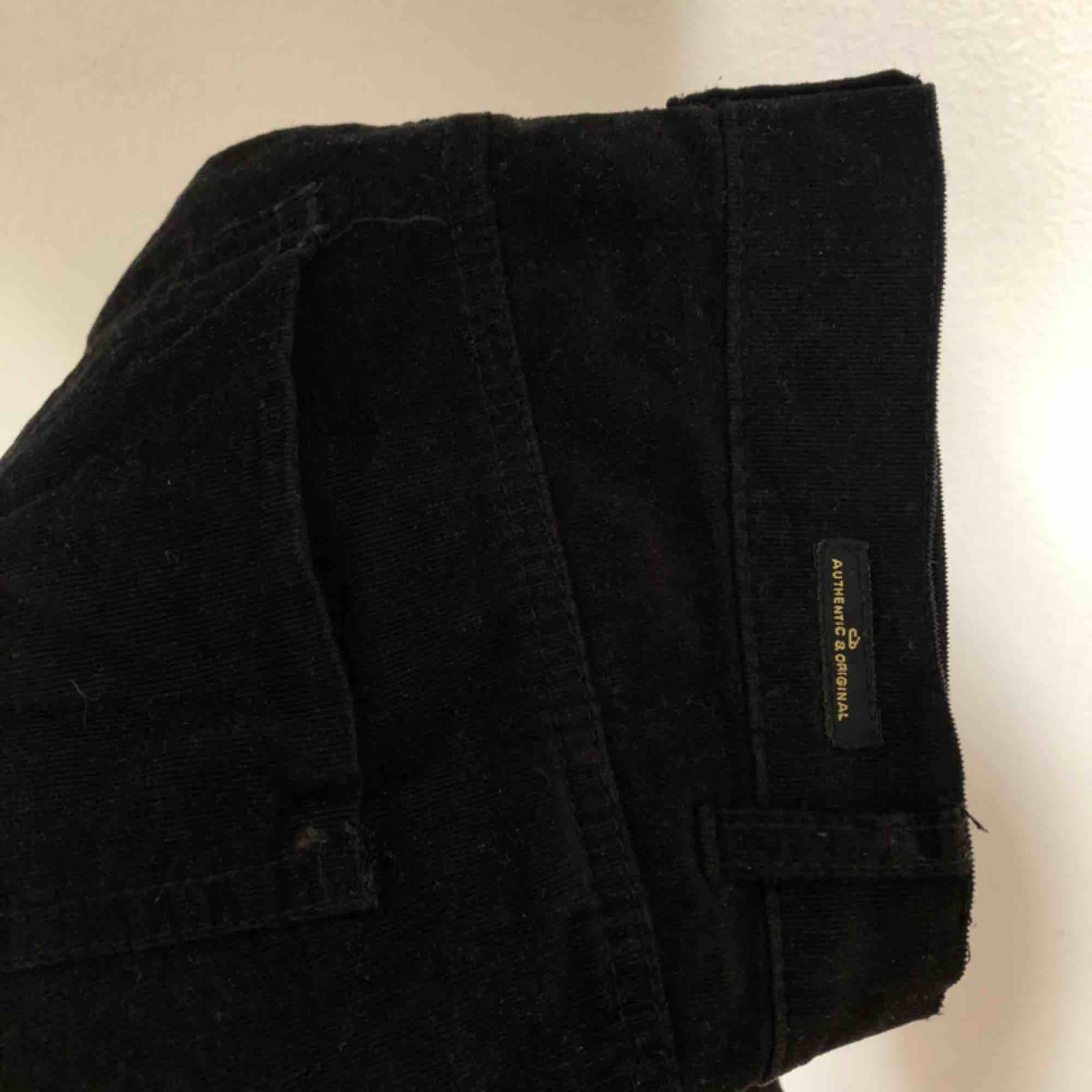 Svarta manchester byxor i rak modell 🤩 . Jeans & Byxor.