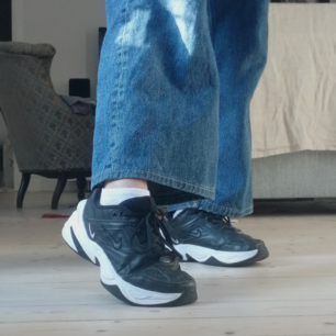 Tänkte sälja mina Nike W M2K Tekno✨😍 Har använt dem ganska mycket. Finns ett litet hål inuti högra skon och ett utanpå, lite slitna på vissa ställen men annars rena. Köptes för 1100kr. Kan mötas upp i göteborg☺️ Frakt 140kr