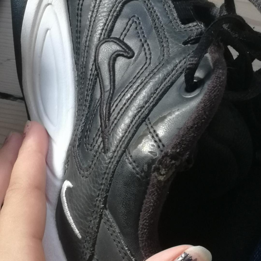 Tänkte sälja mina Nike W M2K Tekno✨😍 Har använt dem ganska mycket. Finns ett litet hål inuti högra skon och ett utanpå, lite slitna på vissa ställen men annars rena. Köptes för 1100kr. Kan mötas upp i göteborg☺️ Frakt 140kr. Skor.
