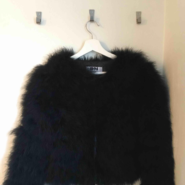 Pälsjacka från Dennis Maglic! Köpt för 1499kr. Säljer pga ej min stil längre Köpare står för frakt. Jackor.