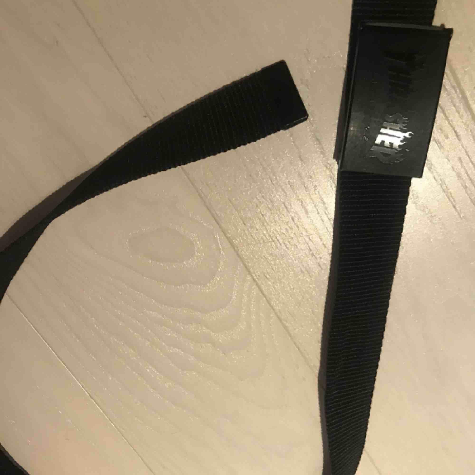 Äkta Thrasher bälte i bra skick som köpes för ca ett år sedan. Säljer pga att jag aldrig använder det🥰. Accessoarer.