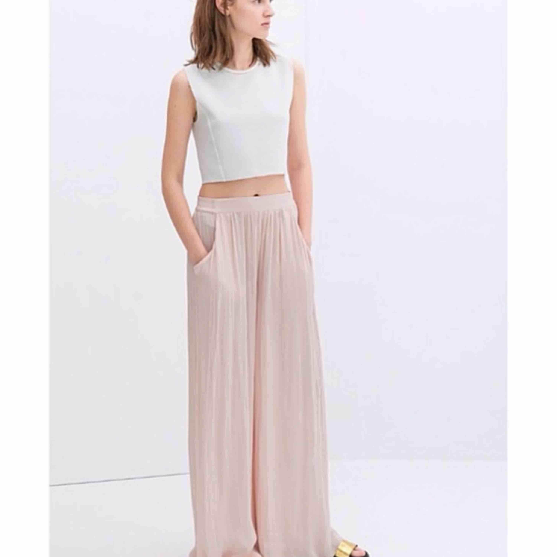 Så fina byxor från Zara . Jeans & Byxor.