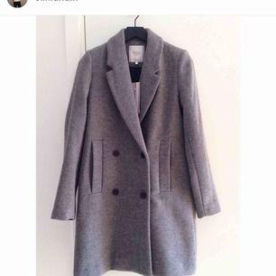 Perfekta gråa kappan från Zara