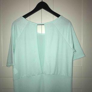 Mintgrön/ljusblå oversized klänning från Vero Moda, sparsamt använd så superbra i skicket!