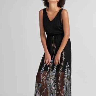 """Säljer den här klänningen från twist & tango i modellen """"debbie"""". Helt oanvänd med lappar kvar. Bjuder på frakt eller möter upp i centrala gbg!"""