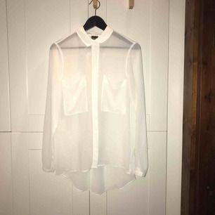 Vit transparent skjorta i stl. 36 från Gina Tricot