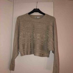 Jättefin mysig tröja ifrån Hollister, nypris 400. Endast använd 1 gång