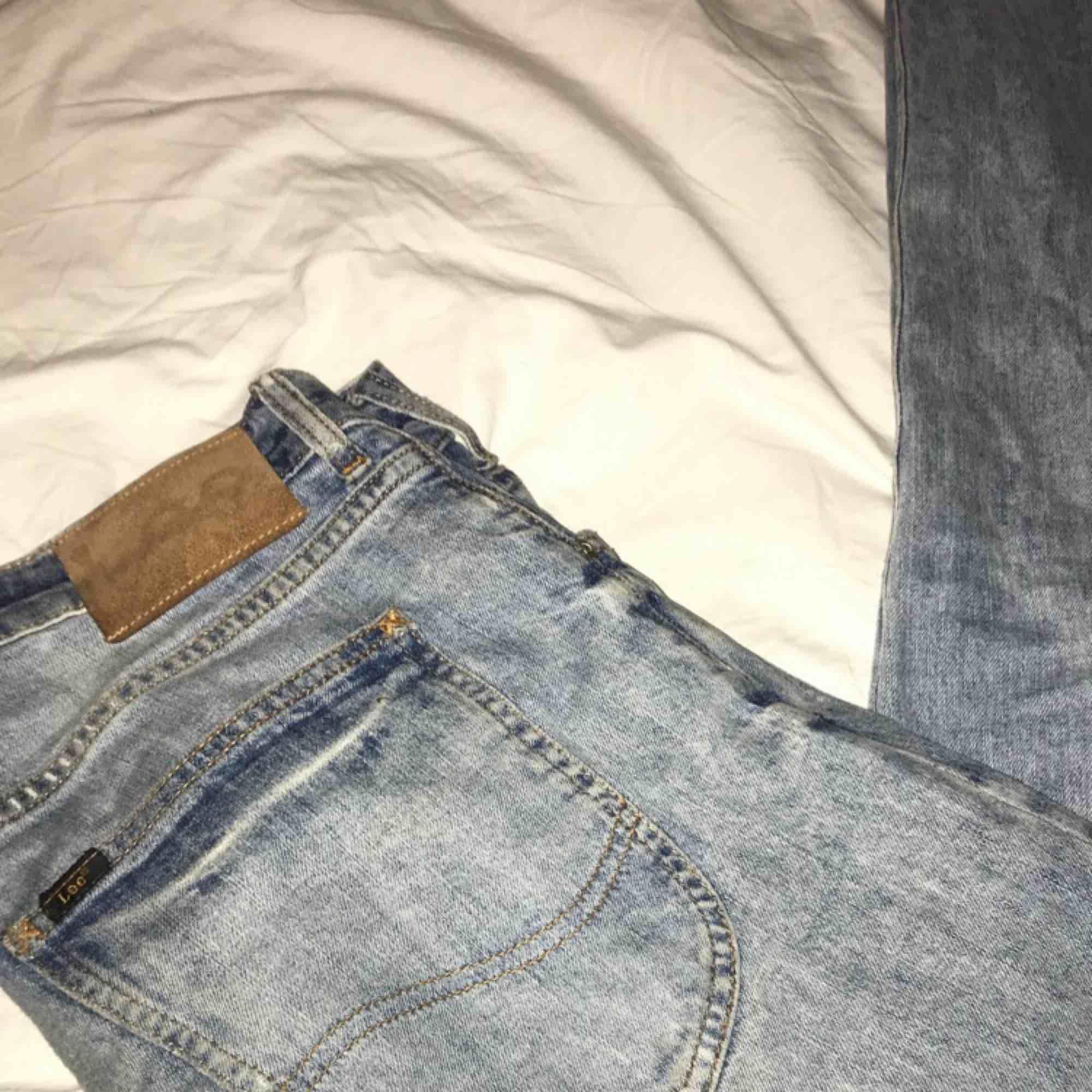 Blåa skinny jeans från Lee, Storlek 32,32. Modellen heter Luke o brallorna e väldigt bekväma med mycket stretch. Skick 4/5. Nypris 800. Jeans & Byxor.