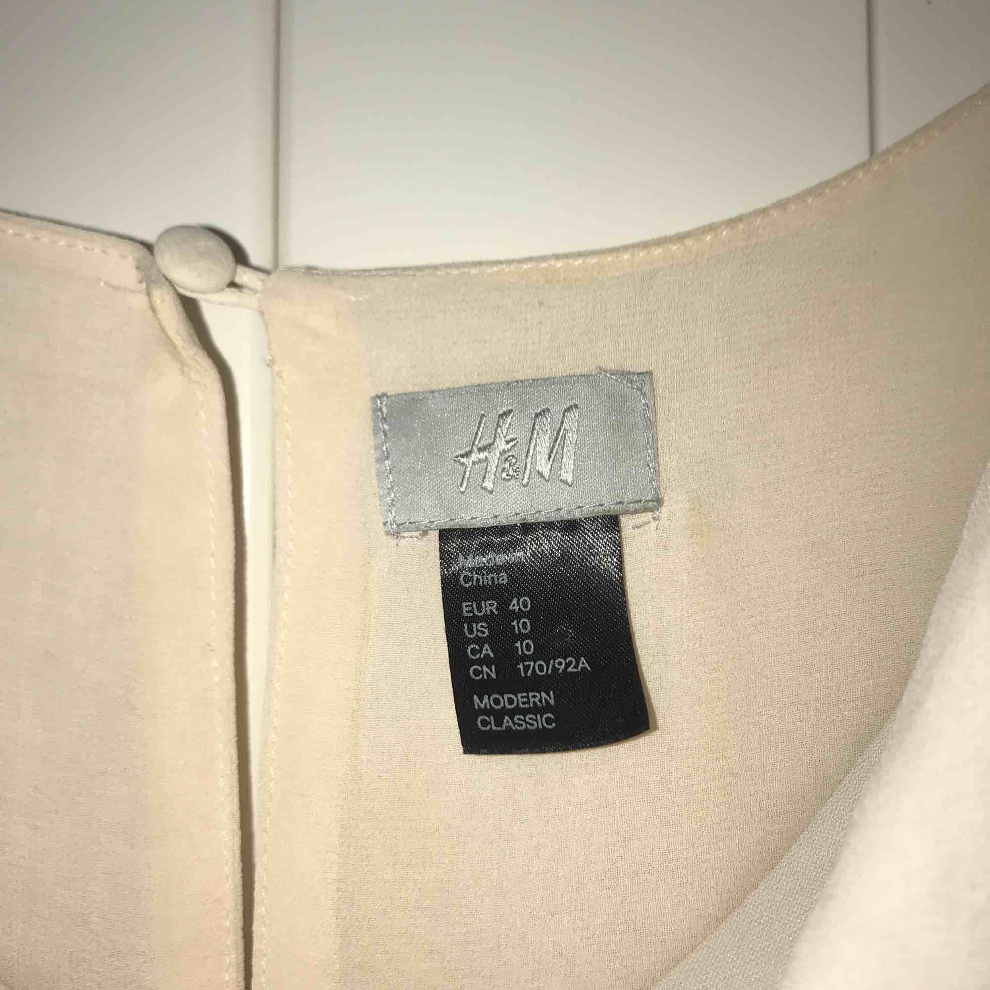Ljusrosa klänning från H&M i stl. 40 i mycket gott skick!. Klänningar.