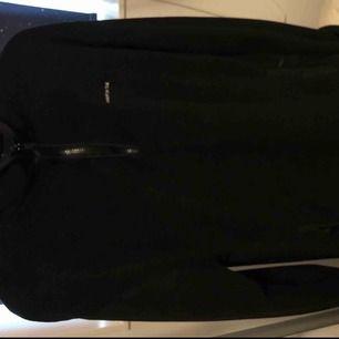 En oversized Sweet sktbs fleece i storlek Small som jag köpte på Junkyard och nästan aldrig har använt😌  Kan fraktas om det skulle behövas!