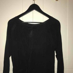 Svart klänning med omlott-rygg i stl. 34/XS från Åhléns