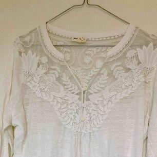 jättefin vit tröja/blus från ANTHROPOLOGIE i NY Märket: Meadow Rue  Använd 2 ggr