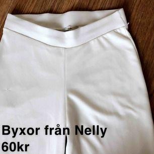 Ish kostymbyxor fast i mjukare material från Nelly, storlek M, 60kr