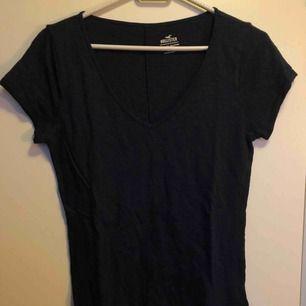 Basic marinblå t-shirt