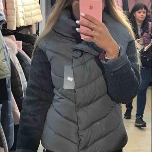 Säljer min vinterjacka från Frankrike (M-L) I fint skick. Säljes då jag har en annan jacka till vintern.