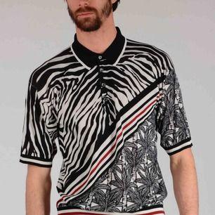 Dolce & Gabbana 100% Silk Striped Polo Shirt Storlek medium, knappt använd (ca 3 ggr) och tvättad en gång. Nypris ca 12 000 (1300$).  2017 fall collection.