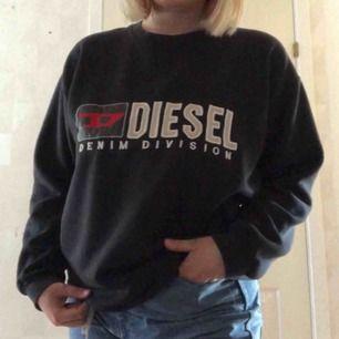 Vintage diesel sweatshirt i strl L. Frakten är inräknad i priset<3