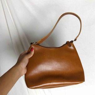 Jätte fin liten brun axelväska☀️ frakt tillkommer