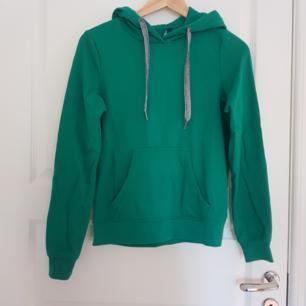 Oanvänd grön hoodie köpt från asos. Köpare står för frakt💚