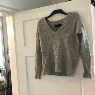 """Garn/""""ull"""" tröja från never denim. Storlek M men mer som en S. Väldigt lite använd och fint skick.   Eventuell frakt betalas av köparen"""