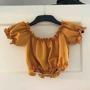 Orange tröja från Nelly. Storlek s. Aldrig använd.