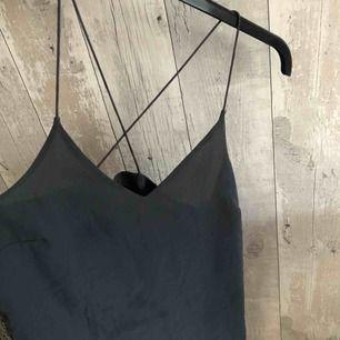 Linne från Vero Moda i storlek XS, passar mig som har S. Köpare står för eventuell frakt :)