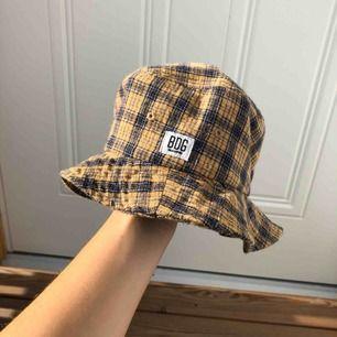 Bucket hat från urban outfitters, frakt 30kr