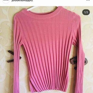 rosa ribbad tröja med vida ärmar!
