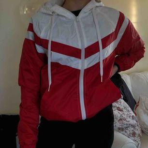 Säljer denna jackan från Forever21 då jag tyvärr aldrig använt den. Frakt tillkommer 💜