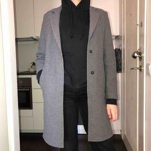 Grå kappa från Zara, aldrig använt! Frakt tillkommer 💗