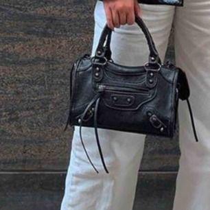 Balenciaga inspirerad väska, super snygg och gott skick! Köpt för 1000kr